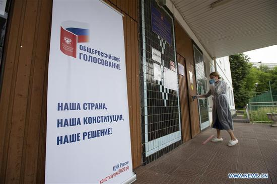 A banner promoting voting on constitutional amendments is seen outside a polling station in Moscow, Russia, on June 28, 2020. The all-Russian vote on constitutional amendments, postponed from April 22 due to the COVID-19 epidemic, began on June 25. Voting was originally scheduled to run for one day only on July 1, but election officials opened polls a week earlier to avoid overcrowding that could spread coronavirus infections. (Photo by Alexander Zemlianichenko Jr/Xinhua)