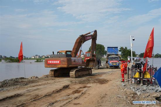 Photo taken on July 12, 2020 shows the construction site of a breached dyke in Poyang Town of Poyang County, east China's Jiangxi Province. The embankment of a river in east China's Jiangxi Province was breached late Wednesday following continuous torrential rains, forcing over 9,000 residents to evacuate. (Xinhua/Zhang Haobo)
