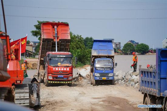 Photo taken on July 12, 2020 shows the construction site of a breached dyke in Poyang Town of Poyang County, east China's Jiangxi Province. The embankment of a river in east China's Jiangxi Province was breached late Wednesday following continuous torrential rains, forcing over 9,000 residents to evacuate. (Xinhua/Zhou Mi)