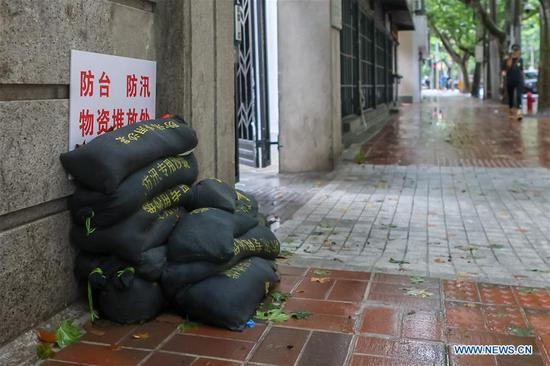 Photo taken on Aug. 5, 2020 shows sandbags on Hengshan Road of Xuhui District, east China's Shanghai. Hagupit, the fourth typhoon of this year, has brought heavy downpours to Shanghai since Tuesday, causing urban waterlogging in some areas and disrupting traffic, according to the municipal flood control department. (Xinhua/Wang Xiang)