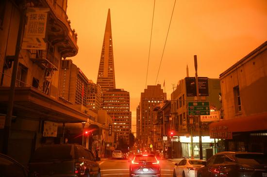 Photo taken on Sept. 9, 2020 shows the street view at noon in San Francisco, California, the United States. San Francisco was still as dark as night at noon on Wednesday due to the wildfire. (Xinhua/Wu Xiaoling)