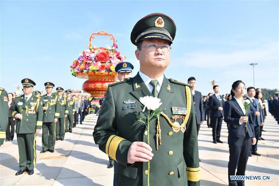 A ceremony presenting flower baskets to deceased national heroes is held at Tian'anmen Square to mark the Martyrs' Day in Beijing, capital of China, Sept. 30, 2020. (Xinhua/Li Xiang)