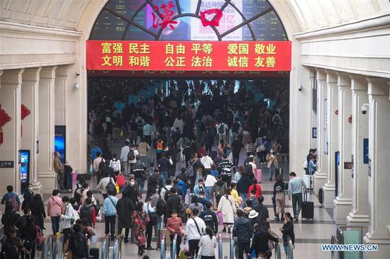 Passengers enter Hankou Railway Station in Wuhan, central China's Hubei Province, Oct. 8, 2020. Hankou Railway Station on Thursday witnessed a peak of return passengers, with 80,000 train trips expected as the eight-day holiday ended. China celebrates its National Day on Oct. 1, and the weeklong holiday this year has been extended to Oct. 8 as it overlapped with the Mid-Autumn Festival, a traditional festival symbolizing family reunion that falls on Aug. 15 on the lunar calendar. (Xinhua/Xiao Yijiu)