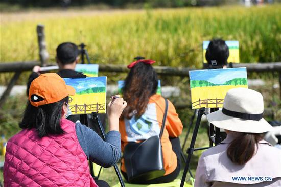Tourists paint from nature at Xiaolingnan, a demonstration area for rural revitalization in Xiaomiao Township of Shushan District of Hefei, east China's Anhui Province, Oct. 8, 2020. As the eight-day National Day and Mid-Autumn Festival holiday ends on Thursday, many citizens and tourists visit Xiaolingnan to spend their leisure time. (Xinhua/Zhang Duan)