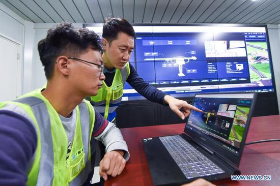 Engineers of the First Company of the China Construction Third Engineering Bureau supervise a worksite over a digital project platform in Nanjing, east China's Jiangsu Province, Nov. 17, 2020. Constructors of the Jinling Zhonghuan construction project have recently adopted a