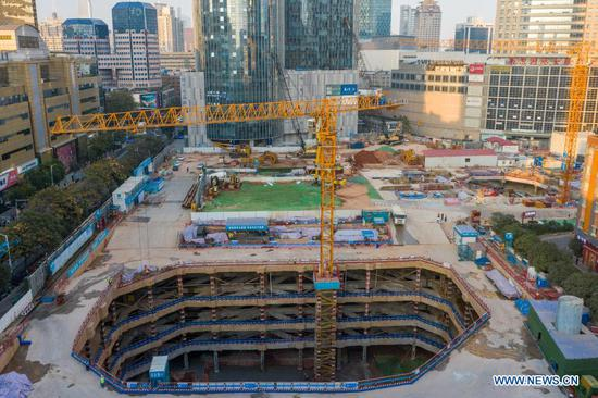 Aerial photo taken on Nov. 17, 2020 shows a general view of the Jinling Zhonghuan construction project in Nanjing, east China's Jiangsu Province. Constructors of the Jinling Zhonghuan construction project have recently adopted a