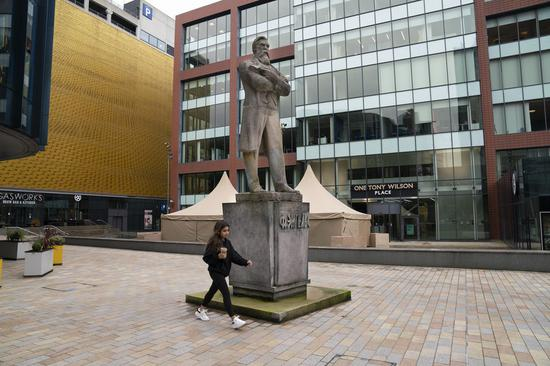 Photo taken on Nov. 17, 2020 shows a statue of Friedrich Engels in Manchester, Britain. (Photo by Jon Super/Xinhua)