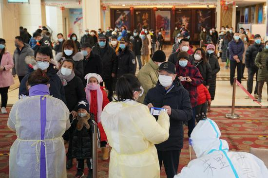 Residents register their personal information before the COVID-19 test at a community COVID-19 testing site in Qiaoxi District of Shijiazhuang, capital of north China's Hebei Province, Jan. 12, 2021. Shijiazhuang started the second round of nucleic acid tests for all residents on Tuesday. (Xinhua/Mu Yu)
