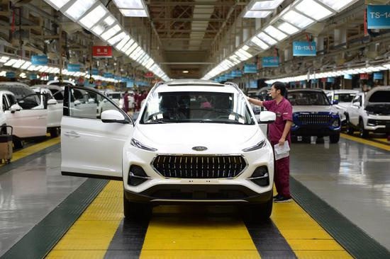 China's passenger car sales expand in December 2020