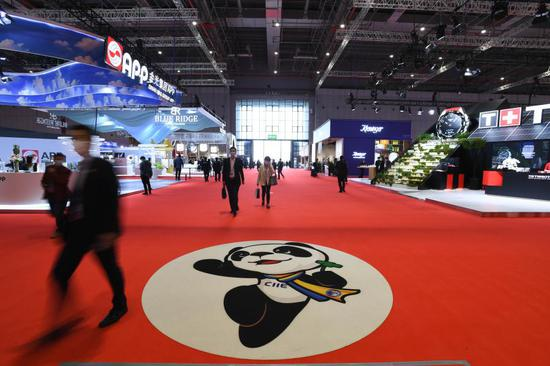 People visit the consumer goods exhibition area during the third China International Import Expo (CIIE), in east China's Shanghai, Nov. 10, 2020. (Xinhua/Li Renzi)