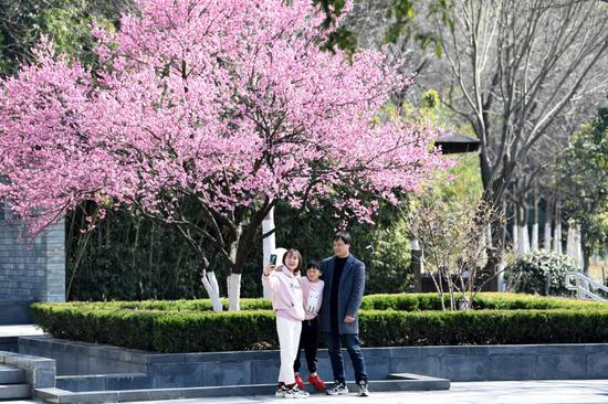 People enjoy their leisure time at Feicui Lake park in Hefei, east China's Anhui Province, Feb. 13, 2021, the second day of the Chinese Lunar New Year. (Xinhua/Liu Junxi)