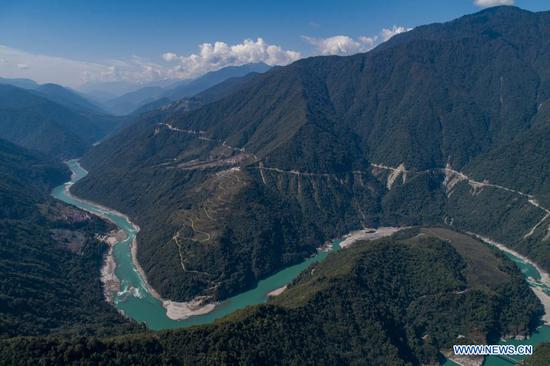 Aerial photo taken on Feb. 13, 2021 shows the view of Yarlung Zangbo River in Medog County, Nyingchi City of southwest China's Tibet Autonomous Region. (Xinhua/Sun Fei)