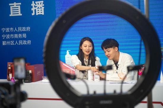 Live-streamers promote products online at the 2nd China-Central and Eastern European Countries (CEEC) Expo in Ningbo, east China's Zhejiang Province, June 9, 2021. (Xinhua/Jiang Han)