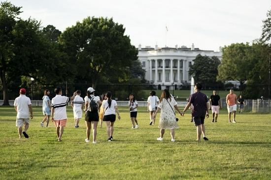 People wander near the White House in Washington, D.C., the United States, June 22, 2021. (Xinhua/Liu Jie)