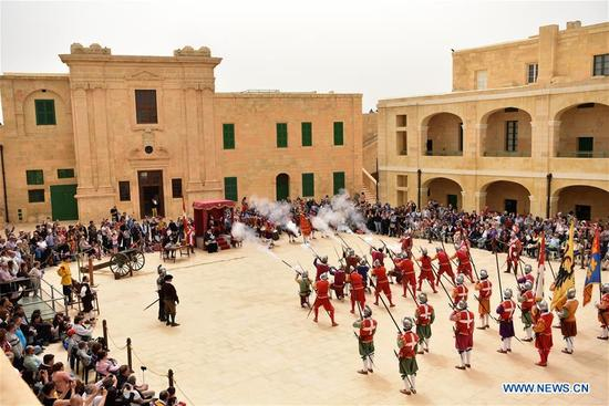 Re-enactors parade and salute at Fort Saint Elmo, Valletta, Malta, on April 15, 2018. Heritage Malta opened Fort Saint Elmo and the National War Museum for free on Sunday to commemorate the 76th anniversary since the award of the George Cross to the Maltese Islands. (Xinhua/Mark Zammit Cordina)