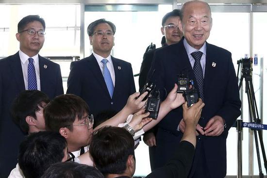 Seoul, Pyongyang meet to arrange reunions of war-split families