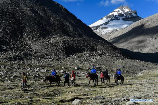 Indian pilgrims make a pilgrimage to Mount Kangrinboqe in Ali Prefecture, southwest China's Tibet Autonomous Region, June 25, 2018. Gangsha Village is located at the foot of Mount Kangrinboqe, a sacred Hindu and Buddhist site in Ali. Since the 1980s, local farmers and herdsmen have started to receive pilgrims and tourists from home and abroad. They upgraded services of tourism industry in the past 30 years, and tourism increased villagers' income. (Xinhua/Liu Dongjun)