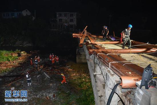 Photos taken on July 28, 2018 show rescuers searching for people after a bridge collapsed in Tonglu county, E China's Zhejiang province. Local authorities released a statement claiming the death toll rose to 8 as of Friday evening.