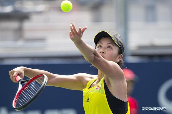 Peng Shuai of China serves to Ekaterina Makarova of Russia during their first round match of women's singles at the 2017 Rogers Cup in Toronto, Canada, Aug 8, 2017. [Photo/Xinhua]