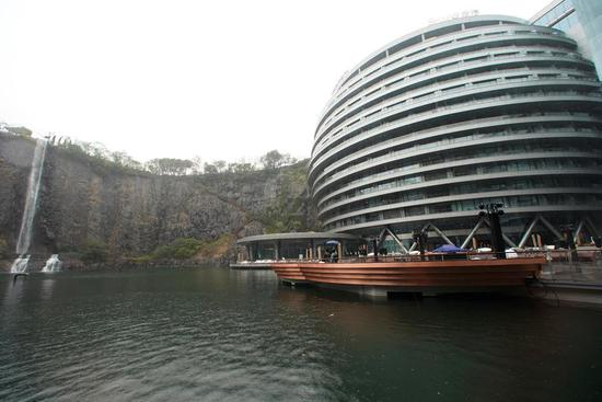 China opens luxury hotel in quarry