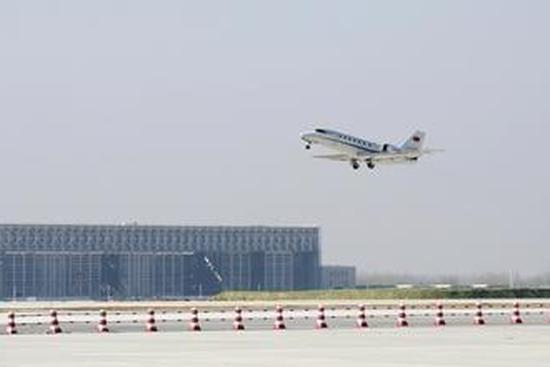 Beijing's new airport completes 1st test flight