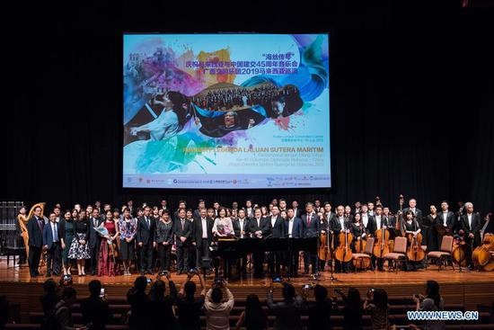 """Guests pose for photos with Chinese and Malaysian musicans after the """"Maritime Silk Road Legend Concert 2019"""" in Kuala Lumpur, Malaysia, July 16, 2019. Musicians from China and Malaysia jointly put on a classical music performance here on Tuesday, playing out melody featuring cultural uniqueness to mark the 45 years of diplomatic relations between the two countries. (Xinhua/Zhu Wei)"""