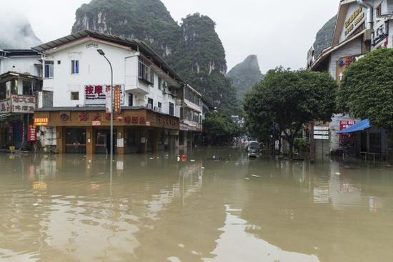 Over 810,000 affected as heavy rainfall batters China's Guangxi
