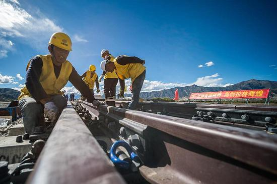 Key tunnel on Lhasa-Nyingchi railway completed