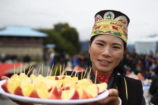 Training session on apple business held at village of China's Tibet