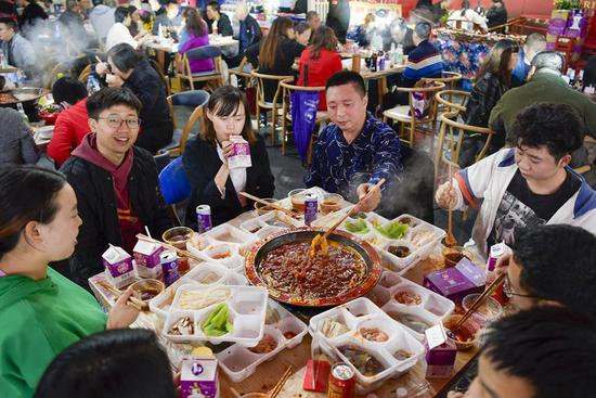 Hot pot festival held in SW China's Chongqing