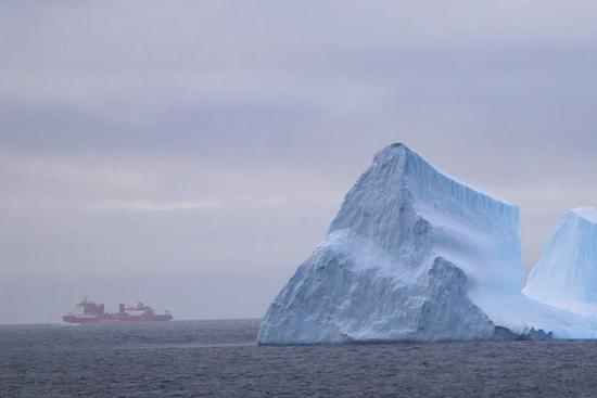 四不像心水's polar icebreaker enters floating ice area during 36th Antarctic expedition