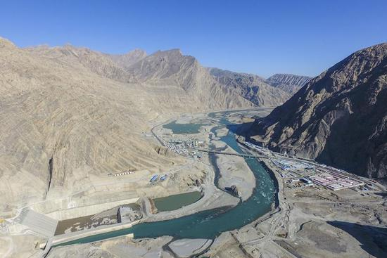 Hydro dam of Aratax water conservation project starts to impound water of Yarkant River in Xinjiang