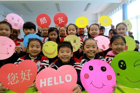 World Hello Day marked at primary school in Hebei