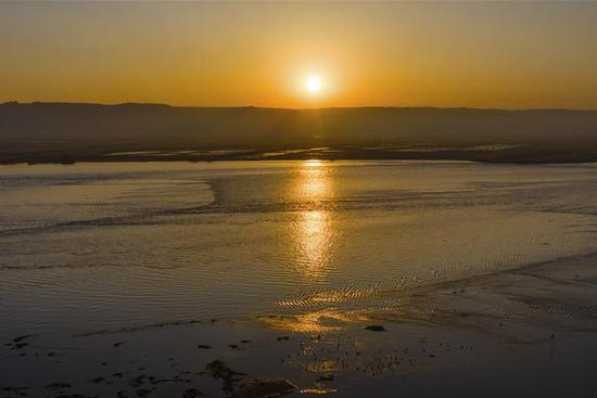 Sunrise scenery in Heyang section of Yellow River
