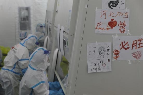 """Nucleic acid samples get tested in Shijiazhuang's """"Huoyan"""" laboratory"""