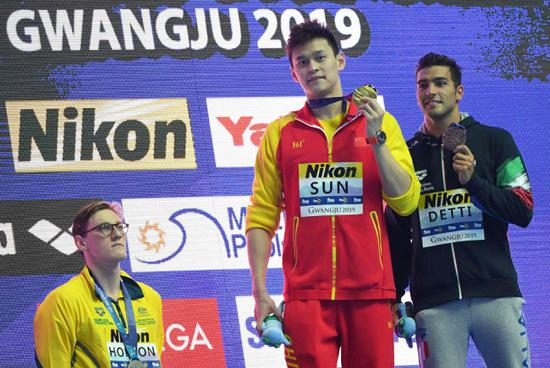 Silver medalist Australia's Mack Horton (L) refuses to stand on the podium with gold medalist China's Sun Yang (C) and bronze medalist Italy's Gabriele Detti after the final of the men's 400m freestyle event during the swimming competition at the 2019 World Championships at Nambu University Municipal Aquatics Center in Gwangju, South Korea, on July 21, 2019. [Photo: VCG/Manan Vatsyayana]