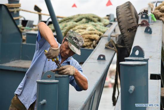 A fisherman prepares to leave the port for fishing in Rizhao, east China's Shandong Province, Sept. 1, 2019. The annual summer fishing ban, which was enforced on May 1 in the Yellow Sea and Bohai Sea, took an end on Sunday. (Xinhua/Wang Kai)