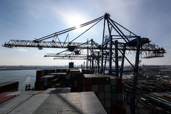 Photo taken on Feb. 23, 2018 shows a view of the port area of Hamburg, Germany. (Xinhua/Shan Yuqi)