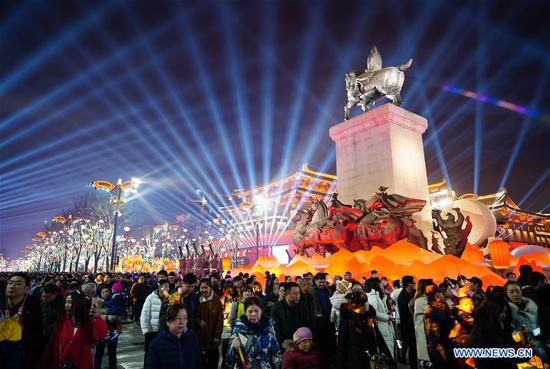 Tourists are seen at the Qujiang New District in Xi'an, capital of northwest China's Shaanxi Province, Feb. 5, 2019. The city is in festive mood with its colourful lights at night during the Spring Festival. (Xinhua/Shao Rui)