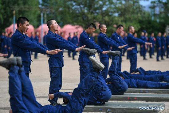 Newly-recruited firemen do physical exercises during a training in Hohhot, north China's Inner Mongolia Autonomous Region, June 5, 2019. Over 1,100 socially-recruited firemen are receiving a six-month training in Hohhot. (Xinhua/Peng Yuan)