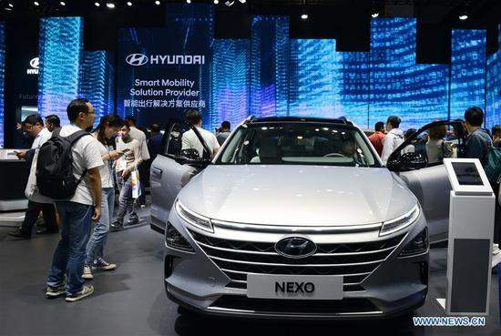 People view a Hyundai Nexo Hydrogen fuel cell car at the Automobile exhibition area during the second China International Import Expo (CIIE) in Shanghai, east China, Nov. 6, 2019. The National Exhibition and Convention Center in Shanghai greeted a large number of visitors on the second day of the CIIE. (Xinhua/Liu Yun)