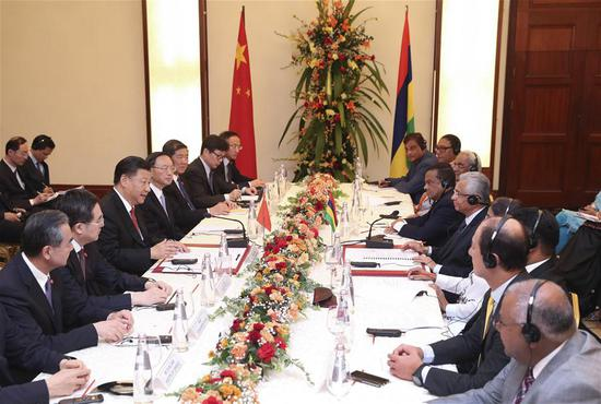 Chinese President Xi Jinping meets with Mauritian Prime Minister Pravind Jugnauth during his friendly visit to the country in Port Louis, Mauritius, July 28, 2018. (Xinhua/Pang Xinglei)