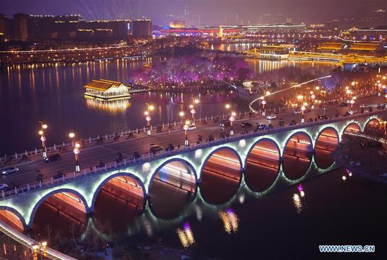 Photo shows the night view of the Qujiangchi Park in Xi'an, capital of northwest China's Shaanxi Province, Feb. 9, 2019. The city is in festive mood with its colourful lights at night during the Spring Festival. (Xinhua/Shao Rui)