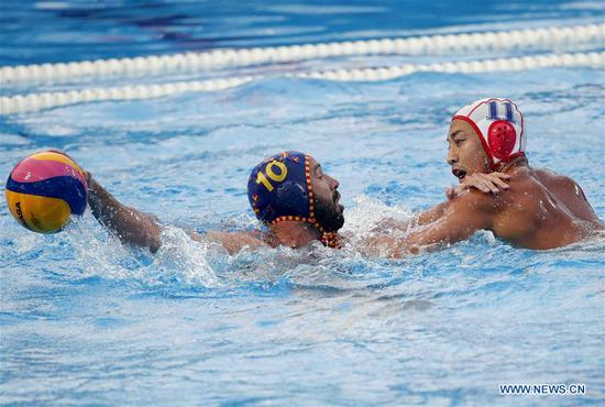 Spain's Felipe Perrone Rocha (L) vies with Japan's Keigo Okawa during FINA water polo superfinals group stage match between Japan and Spain in Belgrade, Serbia, on June 18, 2019. (Xinhua/Predrag Milosavljevic)
