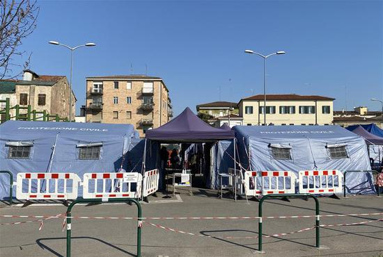Photo taken on March 18, 2020 shows pre-triage tents set up outside a hospital in Padova, Italy. Chinese medical experts arrived in Padova from Rome on Tuesday. (Photo by Ji Jin/Xinhua)