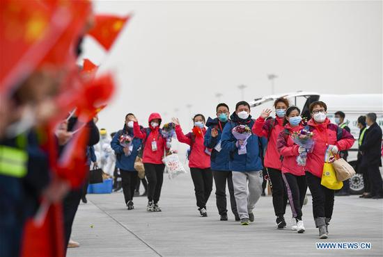 Medical workers arrive at an airport in Yinchuan, northwest China's Ningxia Hui Autonomous Region, March 25, 2020. A total of 323 medical workers returned from Hubei to Yinchuan on Wednesday. A total of 785 medical workers of 6 batches have gone to Hubei to aid the novel coronavirus control efforts there since the outbreak of the epidemic. (Xinhua/Feng Kaihua)