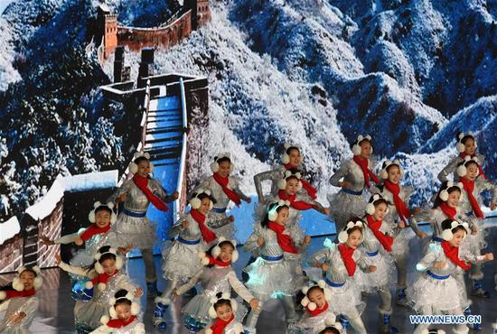 Dancers perform during cultural activities to welcome the Beijing 2022 Olympic Winter Games' 500-day countdown in Badaling, Yanqing District of Beijing, capital of China, Sept. 20, 2020. (Xinhua/Zhang Chenlin)