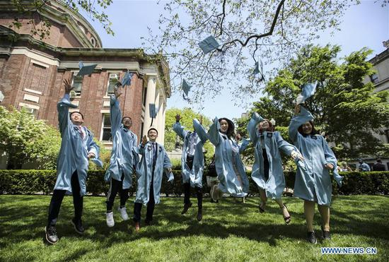 Graduate students from China pose for photos on campus after the Columbia University Commencement ceremony in New York, the United States, May 22, 2019. The Columbia University Commencement ceremony of the 265th academic year took place on Wednesday. More than 17,000 students from Columbia's 18 schools and affiliates graduated this year. (Xinhua/Wang Ying)