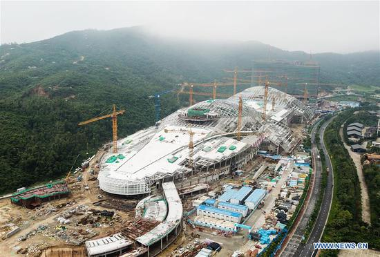Aerial photo taken on April 19, 2019 shows the construction site of the Chimelong Ocean Kingdom on Hengqin International Recreation Island in Zhuhai, south China's Guangdong Province. China's National Development and Reform Commission (NDRC) recently unveiled the Construction Plan for Hengqin International Recreation Island. According to the plan, China will develop the Hengqin District in southern Guangdong Province into an international tourism island in its efforts to further integrate the Guangdong-Hong Kong-Macao Greater Bay Area. (Xinhua/Liu Dawei)