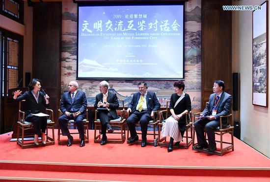 Guests discuss during the Dialogue on Exchanges and Mutual Learning among Civilizations in the Palace Museum in Beijing, capital of China, Nov. 28, 2019. (Xinhua/Chen Yehua)